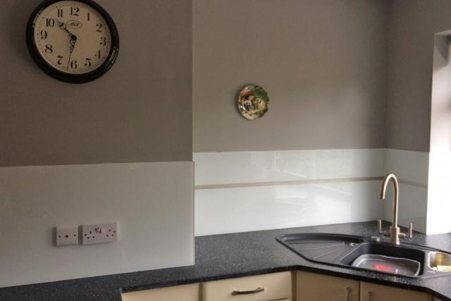 Polar White Kitchen Glass Splashback Behind Sink