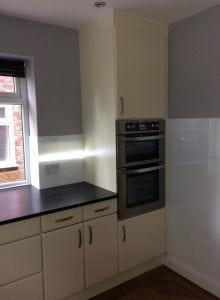 Polar White with LED Stripe in Modern Kitchen Glass Splashback