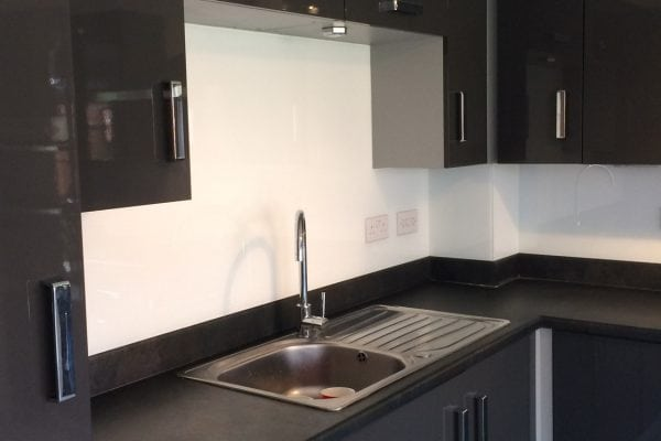 Stunning Kitchen Glass Splashback Finished in Arctic White with Sparkle-min