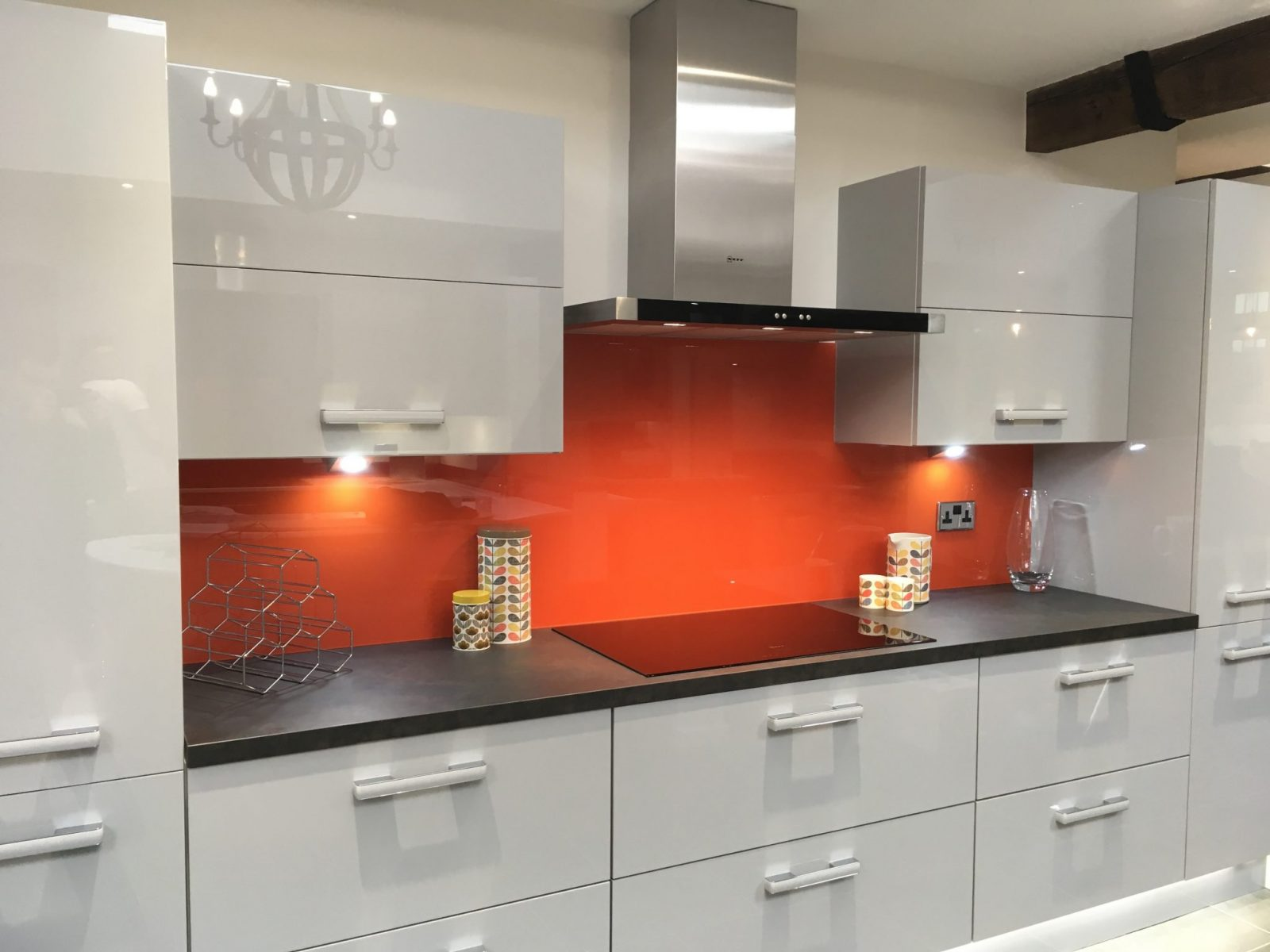 Toughened Top Hat Glass Splashback