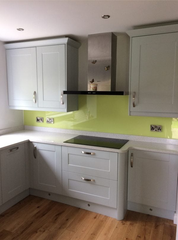 Toughened Top Hat Glass Splashback Finished in Lemon Chiffon-min