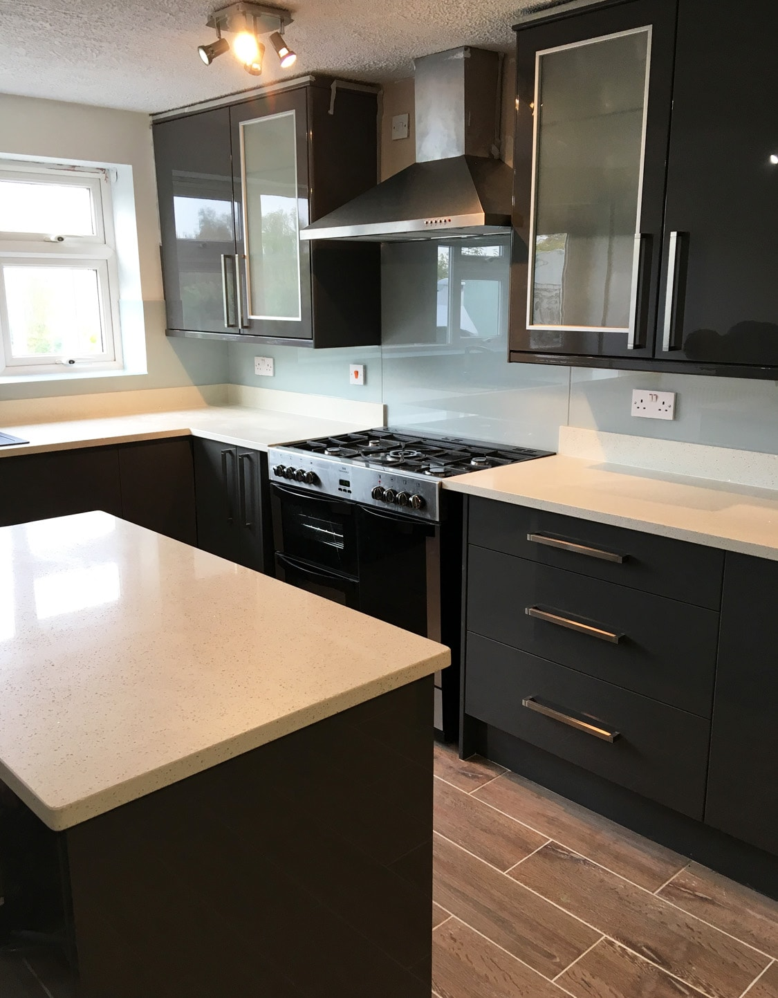 toughened glass splashback coloured in farrow and ball. Black Bedroom Furniture Sets. Home Design Ideas