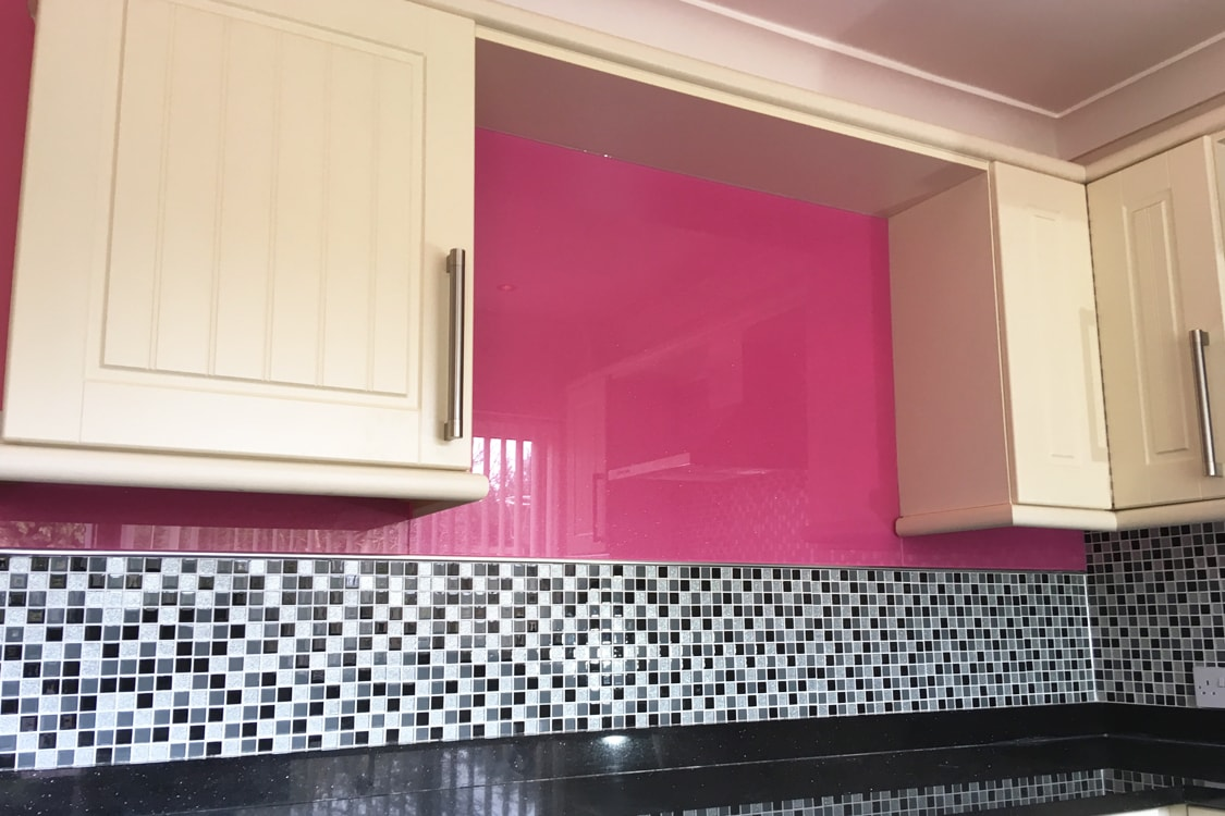 Hot Pink with Medium Sparkle Glass Splashback
