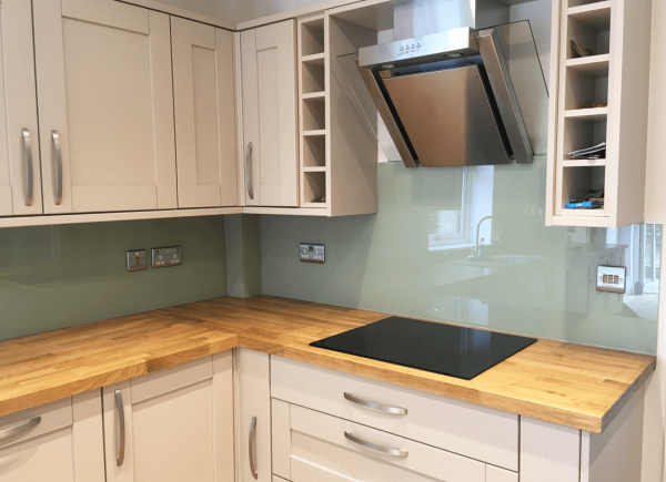 Top Hat Glass Splashback Coloured in Vert De Terre